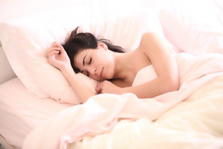 5 причин в пользу сна без одежды