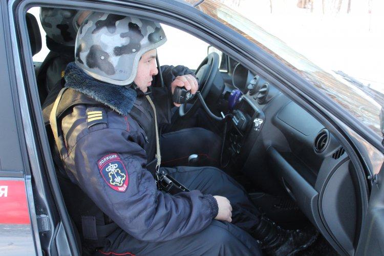 В Башкирии росгвардейцы задержали двух молодых людей, напугавших соседей гранатой