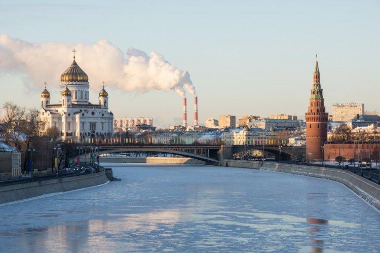 Слабый снег и высокое атмосферное давление ожидают в Москве