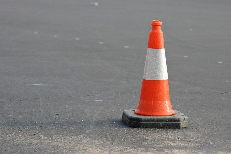 В Уфе на дороге лед выдавил из-под земли трубу
