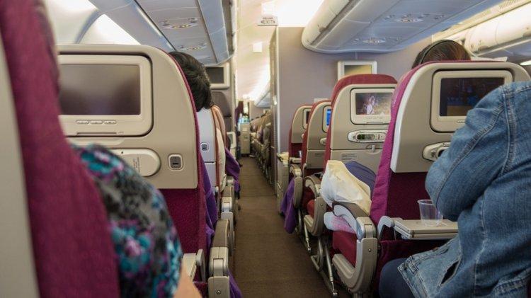 Ученые: чай и кофе в самолете представляют опасность для здоровья