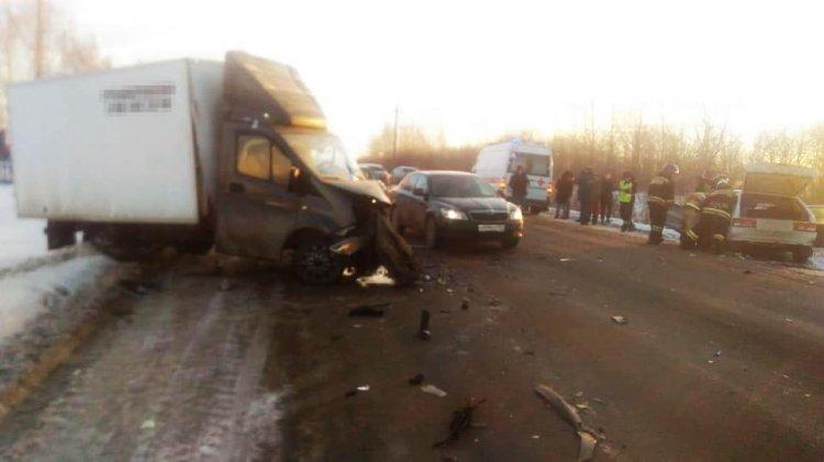 В Башкирии два автомобиля столкнулись на встречке