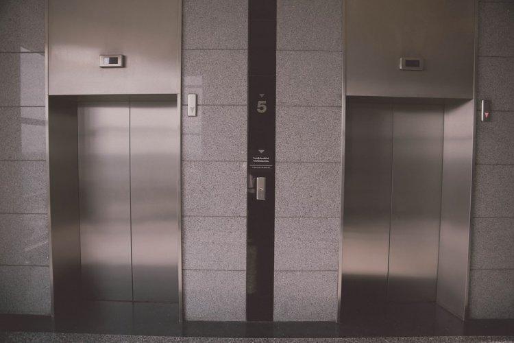 В Уфе жители многоэтажки боятся использовать лифт