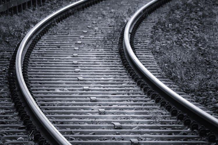 В Уфе очевидцы нашли возле железнодорожных путей замерзшую женщину