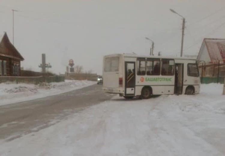 В Башкирии водитель пассажирского ПАЗа сбил первоклассника