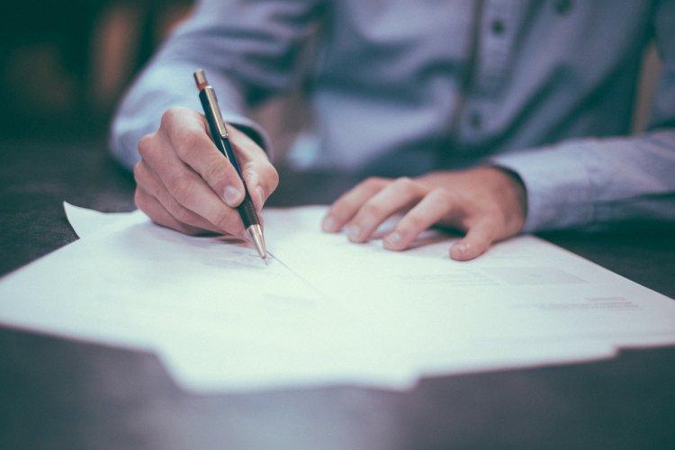 Мужчина остался без квартиры, подписав документ в МФЦ