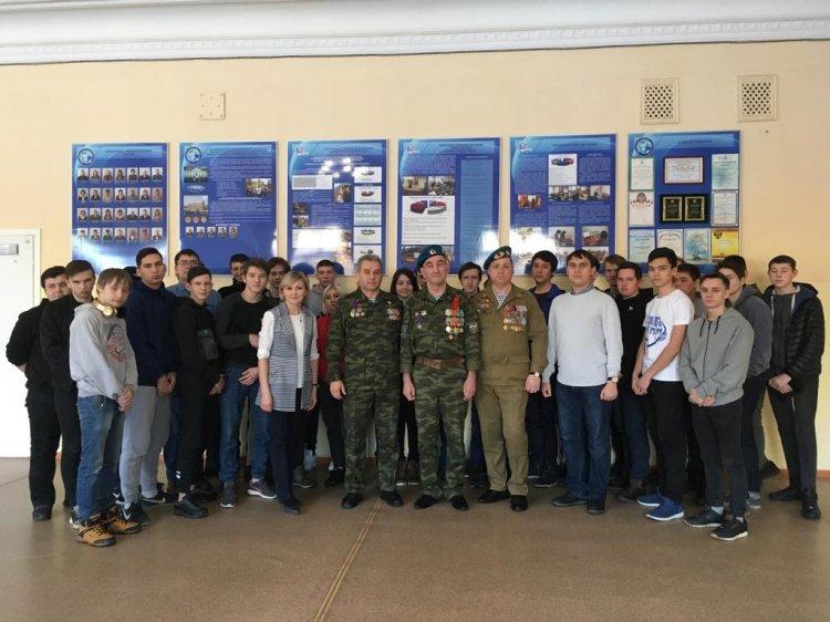 Ветераны - афганцы Росгвардии встретились со студентами уфимского машиностроительного колледжа