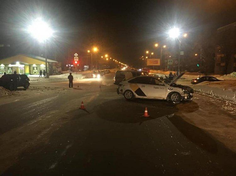 В Башкирии Lada Vesta столкнулась с Toyota RAV4, есть пострадавшие