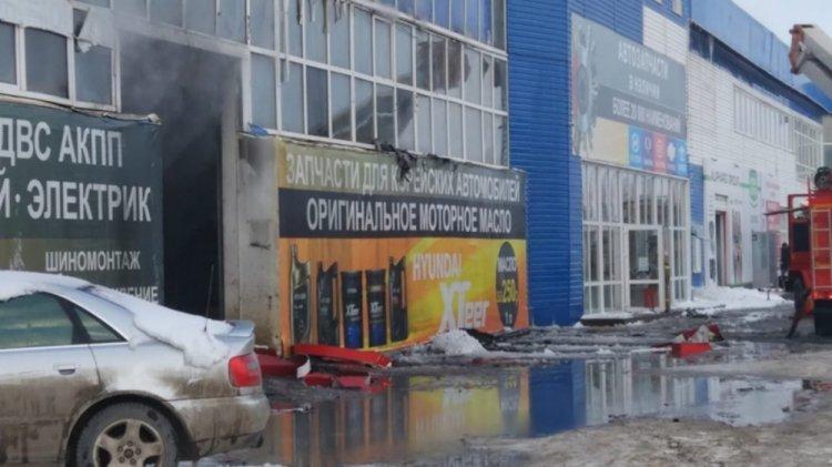 В Уфе локализовали крупный пожар в автоцентре