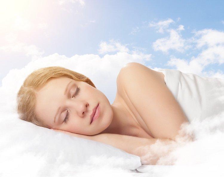 Ученые выяснили, какая поза для сна самая полезная для здоровья