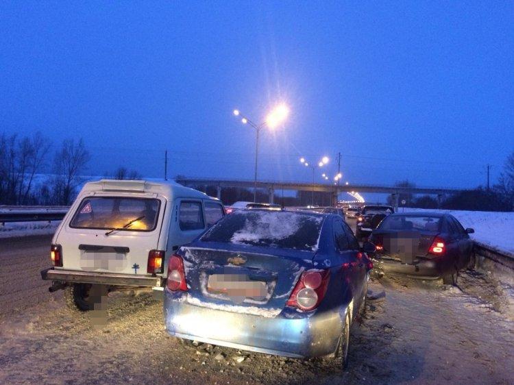 В Уфе столкнулись 6 машин, пострадал трехлетний ребенок