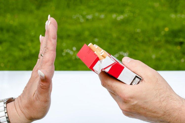 Медики назвали продукты, которые помогают бросить курить