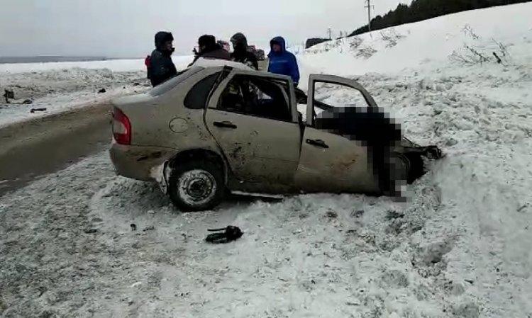 На трассе в Башкирии в страшном ДТП погибли два человека