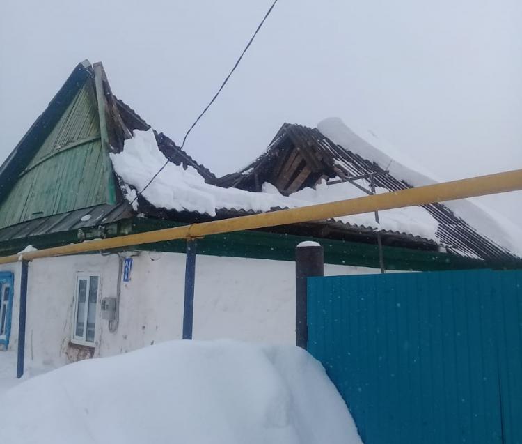 В Башкирии из-за снега обрушилась крыша жилого дома