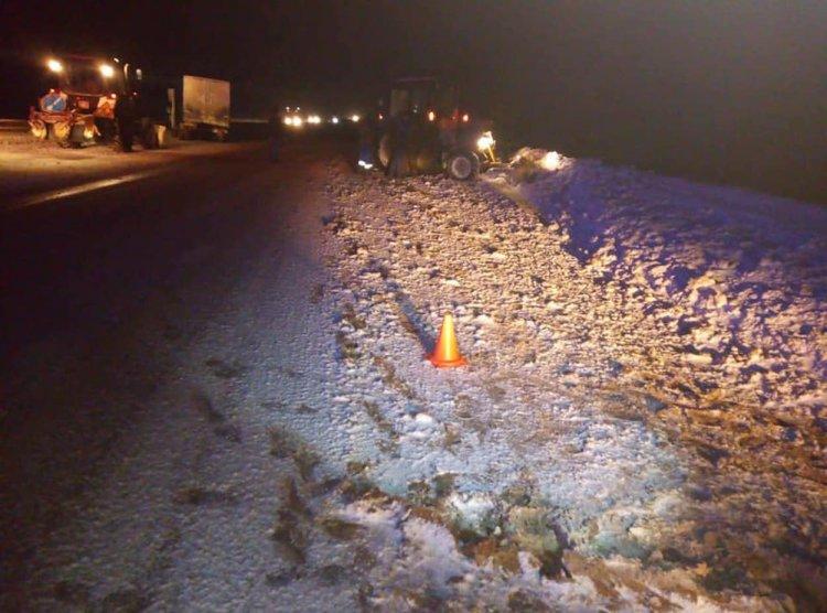 В Башкирии грузовик влетел в снегоуборочный трактор, есть пострадавшие