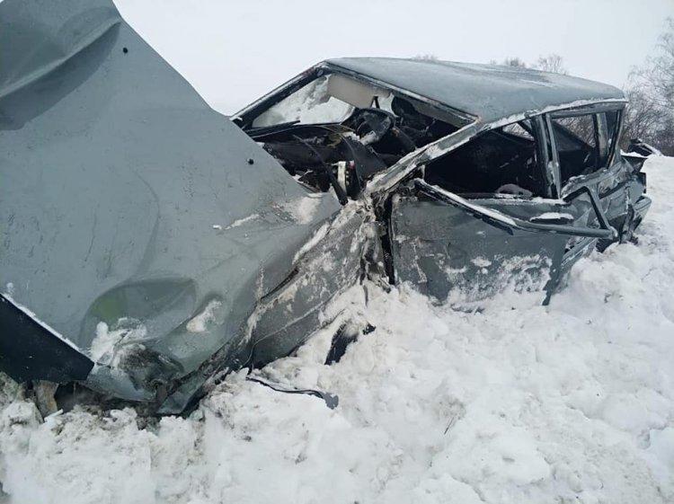 В Башкирии поезд столкнулся с легковым автомобилем