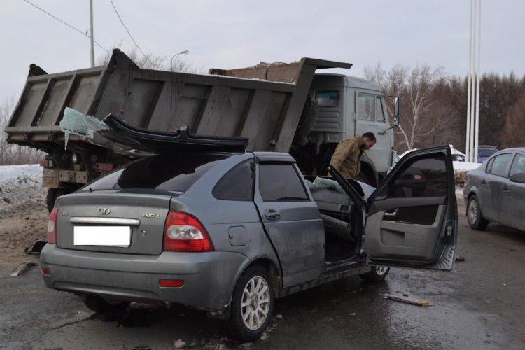 В Уфе деблокировали водителя, зажатого в автомобиле после ДТП