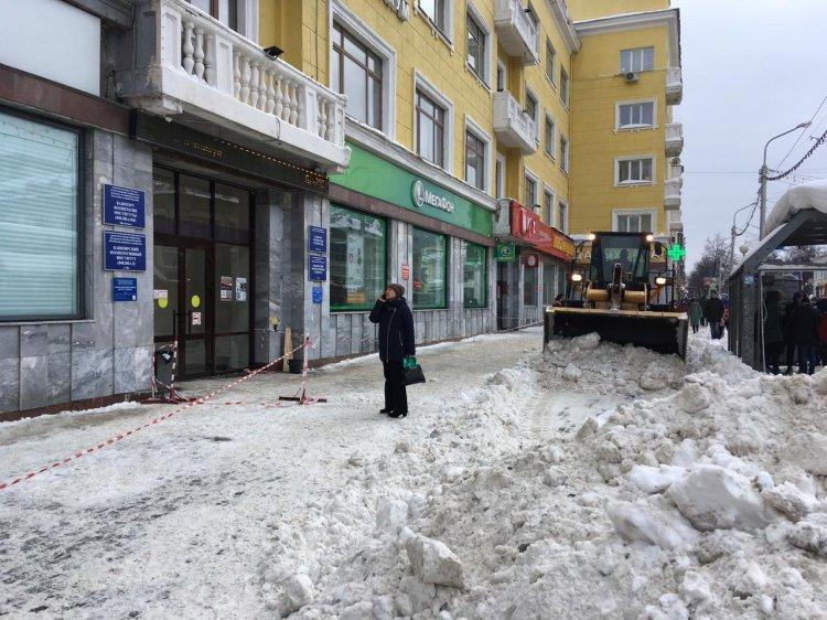 В Уфе из-за схода снега с крыши пострадала 18-летняя девушка
