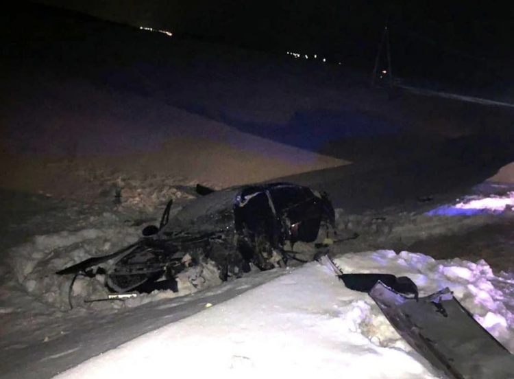 В Башкирии легковушка врезалась в снегоуборочный трактор