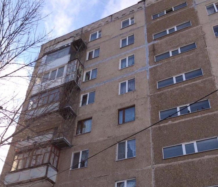 В Уфе две школьницы пострадали от схода снега