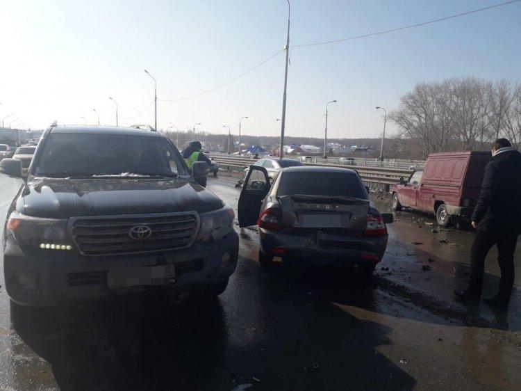 Массовое ДТП в Уфе: столкнулись 4 автомобиля