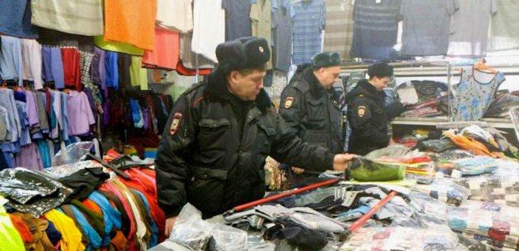 Уфимские стражи порядка очистили Демский рынок от контрафакта