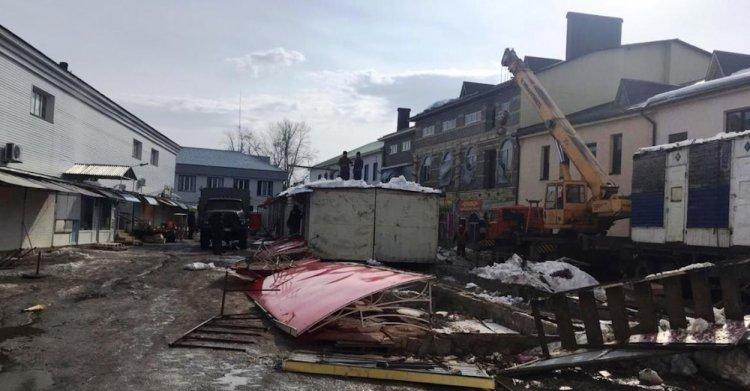 В центре г.Октябрьский демонтировали 32 торговых павильона