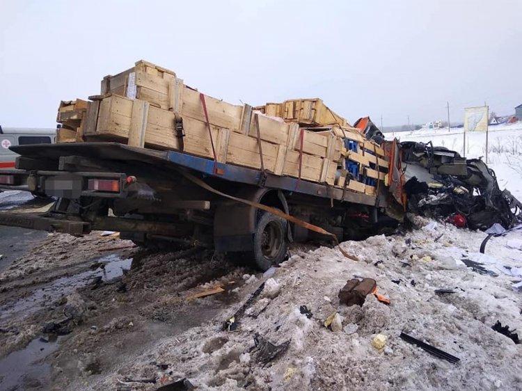 Жуткое ДТП в Башкирии:  Lexus влетел в КамАЗ, есть жертвы