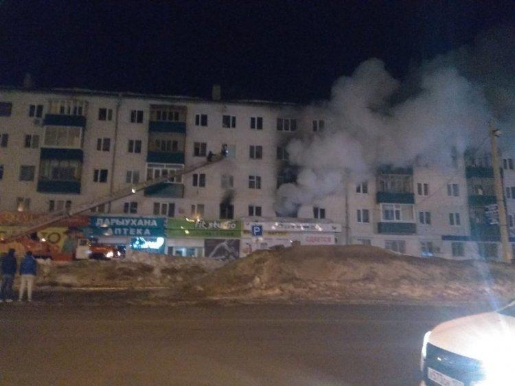 В Башкирии из горящей пятиэтажки спасли двух детей