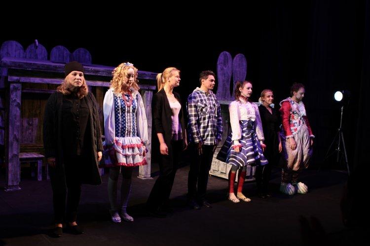 В Стерлитамаке состоялась премьера спектакля «За белым кроликом»