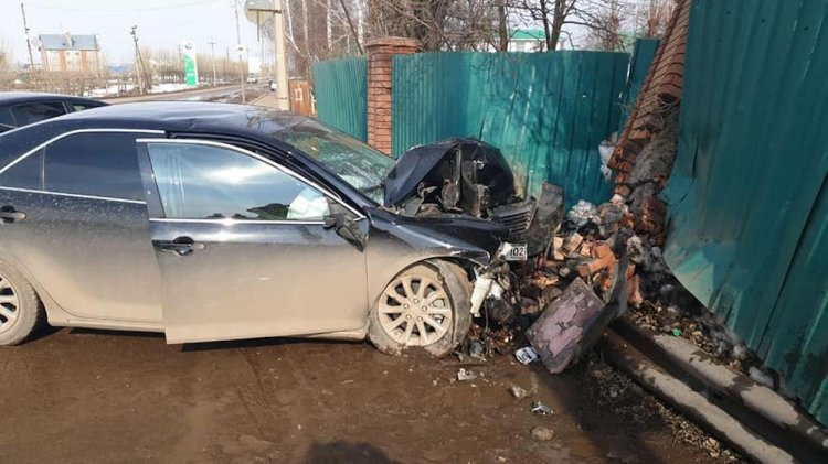 В Башкирии водитель иномарки на скорости «влетел» в забор