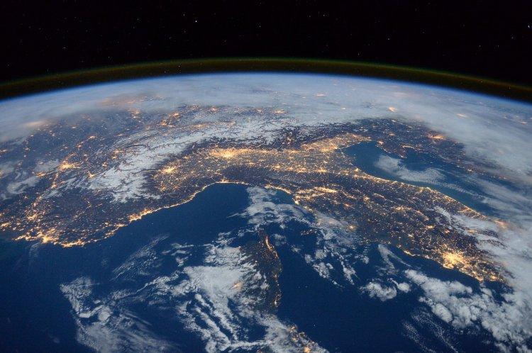 Ученые предположили, что инопланетяне поместили Землю в «зоопарк» для изучения