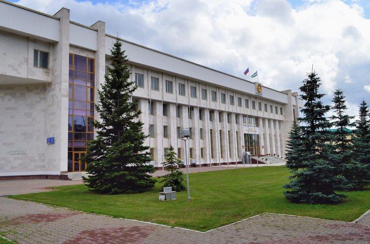 В Башкирии принят закон о штрафах за парковку на газонах