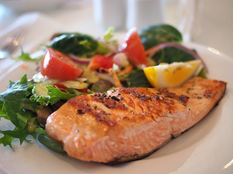 Чем опасны низкоуглеводные диеты, рассказали ученые