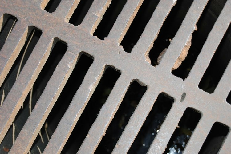Следком Башкирии проводит проверку по факту травмирования ребенка при падении в канализационный люк