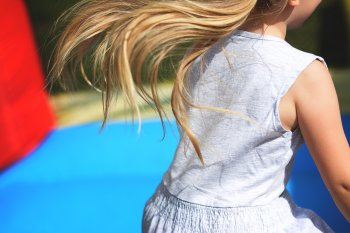В Стерлитамаке девочка разбила голову в батутном центре