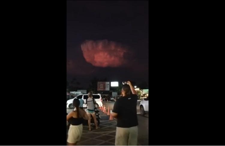 В Таиланде на видео засняли НЛО внутри необычного облака