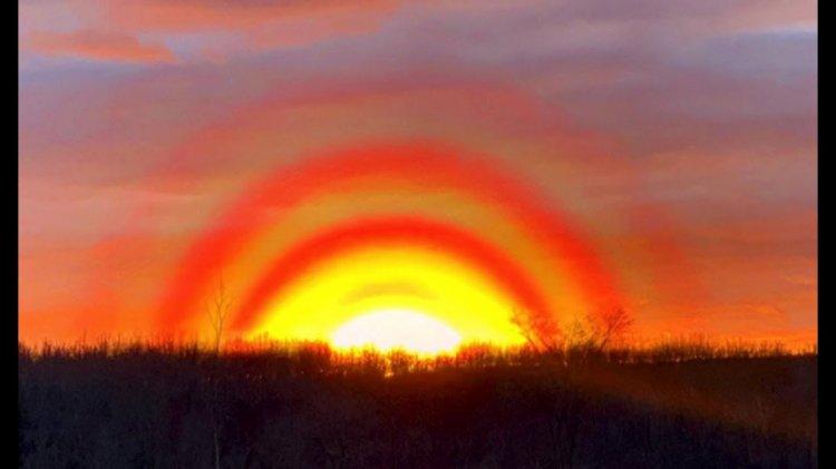 В интернете обсуждают 3 кольца вокруг Солнца в небе Канады