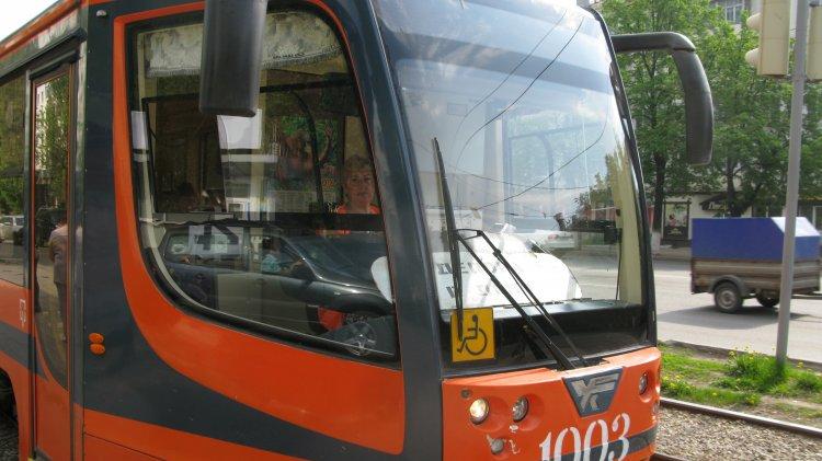 В Уфе неизвестный обстрелял трамвай
