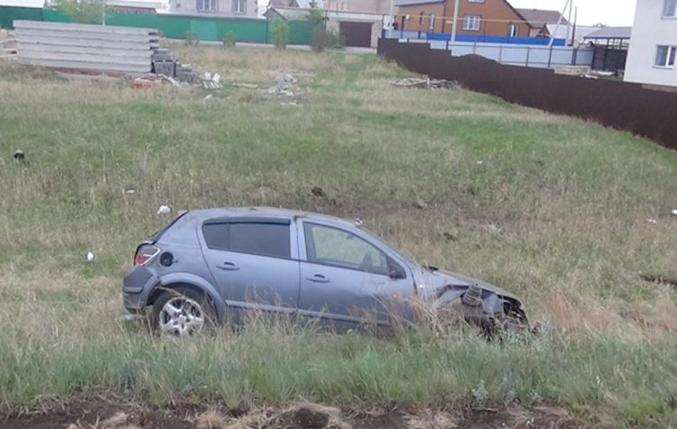 В Башкирии  автомобиль на повороте вылетел в кювет и опрокинулся