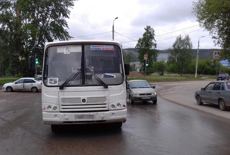 В Башкирии автобус сбил женщину с ребенком