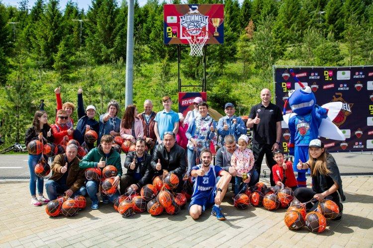 Уфимские школы получили баскетбольные мячи на фестивале  «День 1000 велосипедистов»