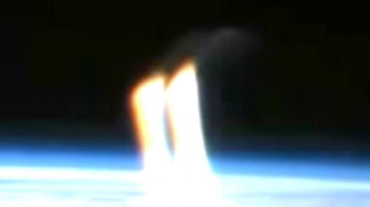 В прямом эфире NASA появились загадочные лучи света