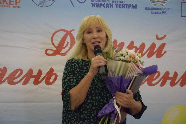 В Уфе ребят из детских домов и реабилитационных центров с Днем рождения поздравила Оксана Пушкина