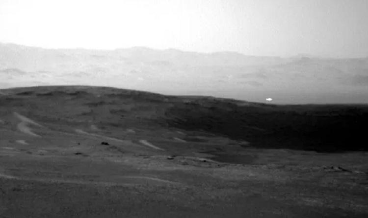 Curiosity сфотографировал странную аномалию на Марсе
