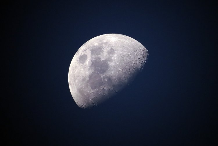 На Луне обнаружены таинственные вспышки света