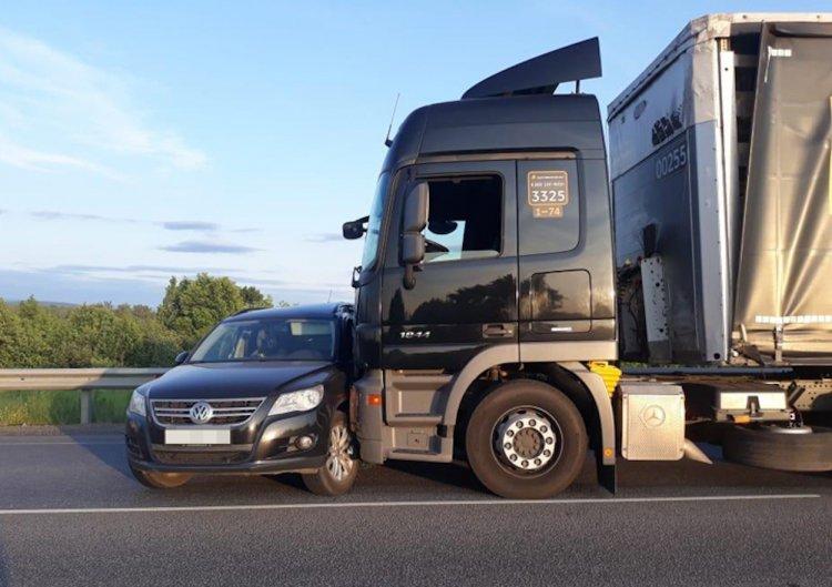 В Башкирии 71-летний пенсионер на Volkswagen Tiguan влетел в грузовик