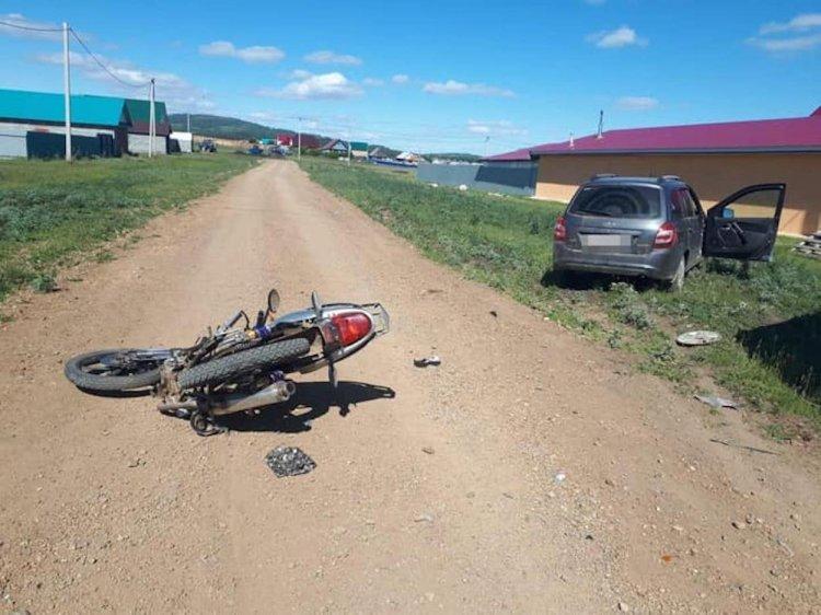 В Башкирии мотоцикл и автомобиль не смогли поделить дорогу, есть пострадавшие