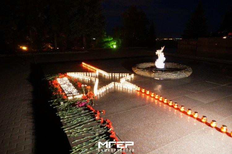 В ночь с 21 на 22 в уфимском Парке Победы прошла акция «Свеча памяти»