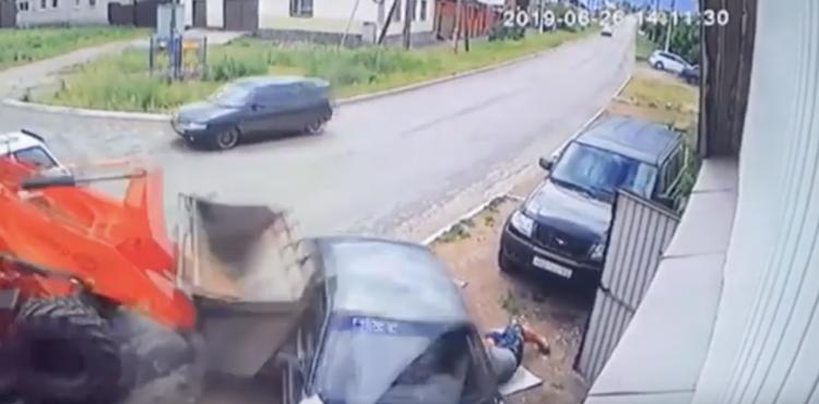 В Башкирии водитель погрузчика задавил парня, ремонтирующего ВАЗ-2112